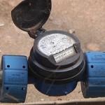 Relógio de água e poste de luz podem ser colocados em qualquer lado?